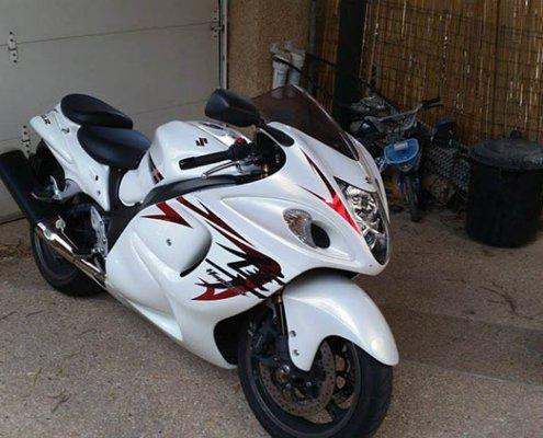 coller sticker moto